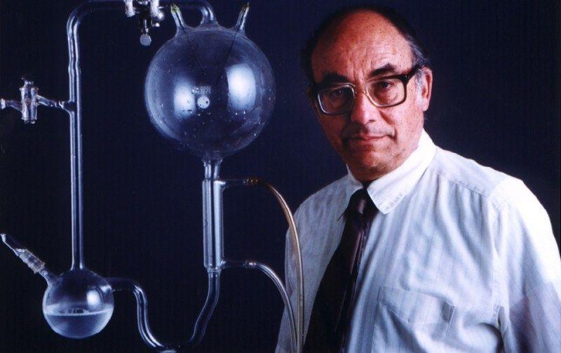 Stanley Miller, la vida artificial