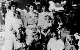 Los sobrevivientes de Clipperton a bordo del USS Yorktown.