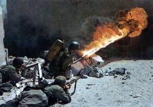 Soldados nazis con lanzallamas