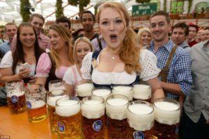 """Una decena de """"Mass"""" en manos expertas. ley de la cerveza"""