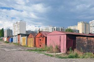 Garages en las afueras de una ciudad rusa.