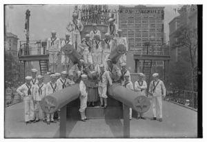Los famosos en el USS Recruit