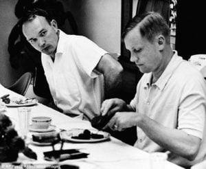 Buzz Aldrin y Neil Armstrong desayunan antes de Apollo !!