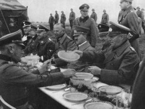 Hitler comiendo