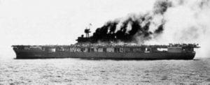 El Yorktown en llamas