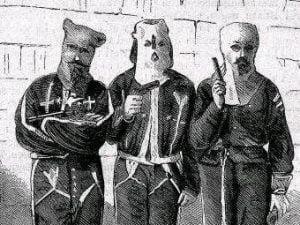 tres miembros del KKK detenidos en 1871.