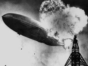 El Hindenburg en llamas