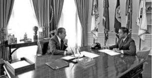 Nixon con Bob Haldeman en el Despacho Oval