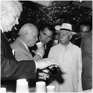 Kendall sirve Pepsi a Khrushchev